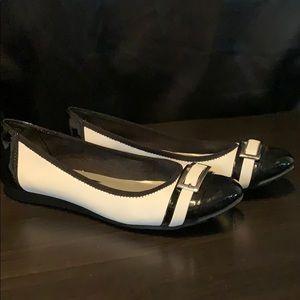Anne Klein Sport flats black/white silver buckle